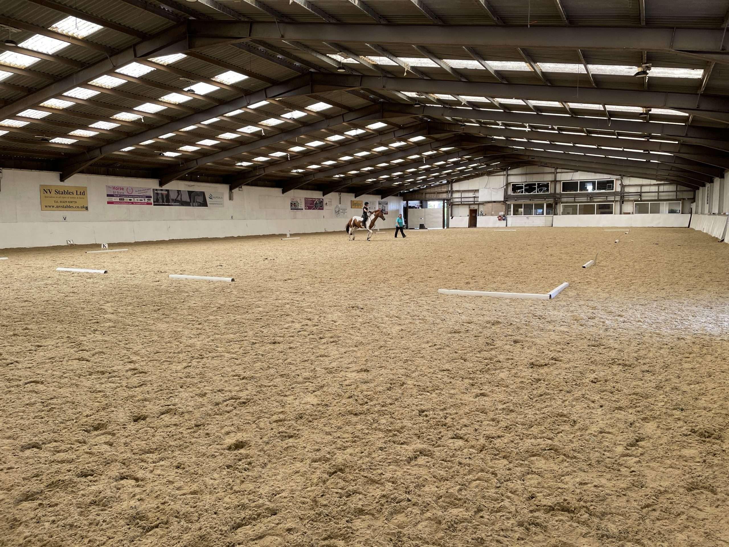 Pro-fibres, stabilising fibres, horse arena